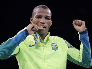 Rio Olympics 2016: Vegetable seller becomes national hero after winning Brazil's first boxing gold