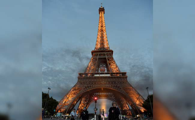 Eiffel Tower Evacuated In Safety Drill Muddle